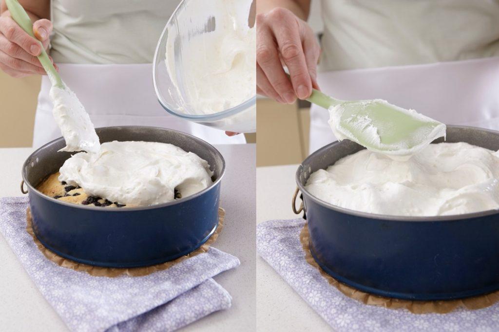 Colaj de poze cu pașii de preparare prăjitură cu afine și bezea
